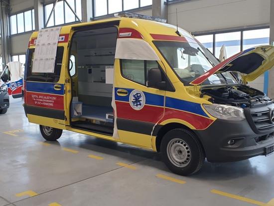 42 spośród 50 karetek dla Małopolski zostaną wyprodukowane na bazie Medecedesa-Benza, pozostałe osiem na podstawie Volkswagena (fot.malopolskie.pl)