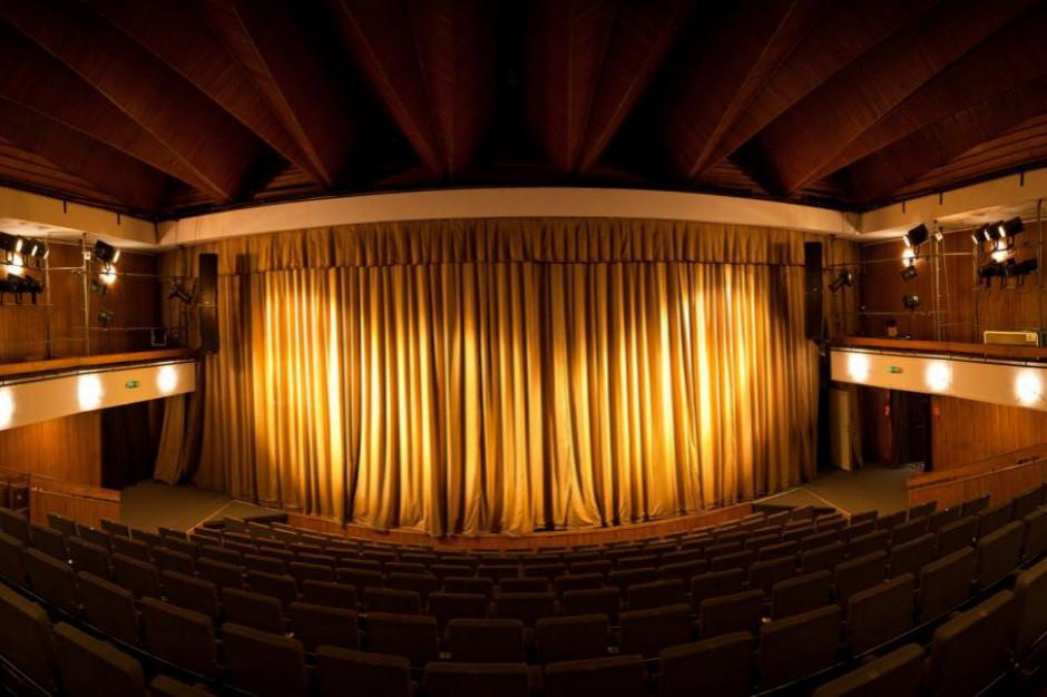 Gliński: nie sądzę, żebyśmy w kinach i teatrach siedzieli w odstępie kilku metrów od innych widzów