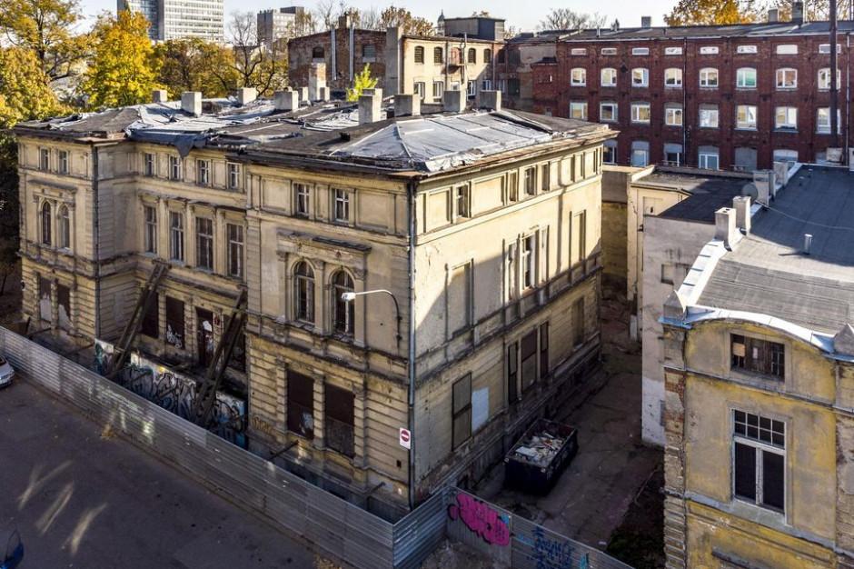 Łódź: Przy budynku mediateki powstaje przeszklony dziedziniec