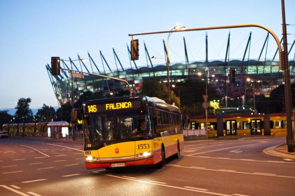 Autobusy bez kierowców - pasażerowie się ich boją. W tle miliardowe oszczędności