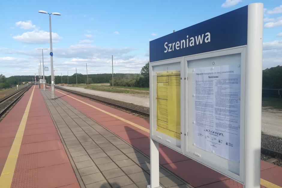 Wielkopolskie: Nowe oznakowania i tablice informacyjne na 26 stacjach i przystankach PKP