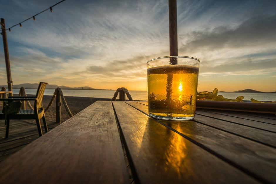 Warszawa: Zakaz spożywania alkoholu nad Wisłą na czas epidemii