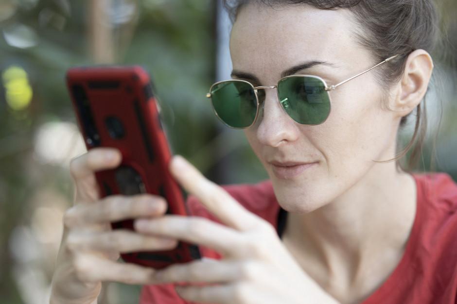 Społeczeństwo coraz bardziej online. Regiony prześcigają się z dostępem do internetu