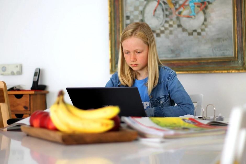 Komputery i wyposażenie dla szkół za 35 milionów złotych