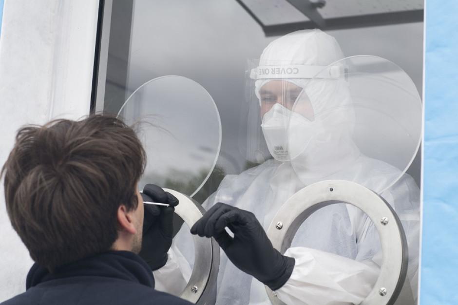 W Gdańsku testują pieszych na koronawirusa
