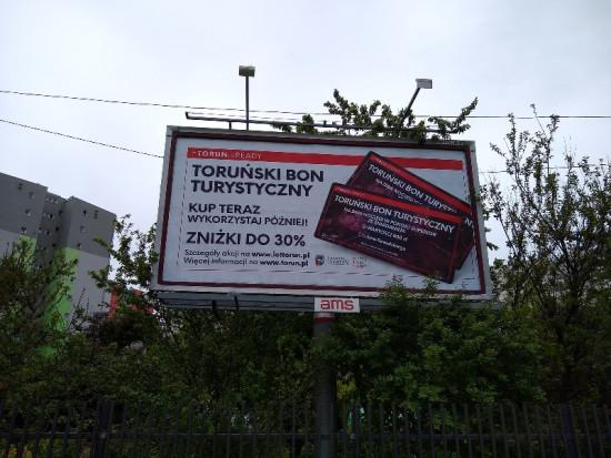 Bilbordy promują możliwość zakupu Toruńskiego Bonu Turystycznego (fot. torun.pl)