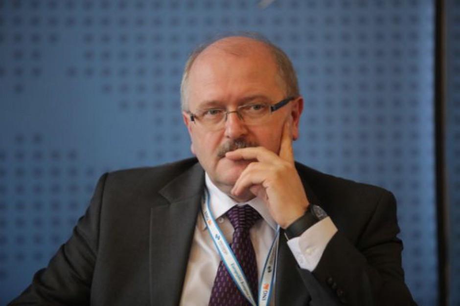 Piotr Uszok: Warto rozważyć zakaz przynależności partyjnej dla samorządowców