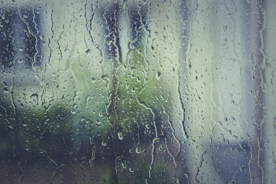 IMGW: Intensywne opady deszczu w siedmiu województwach