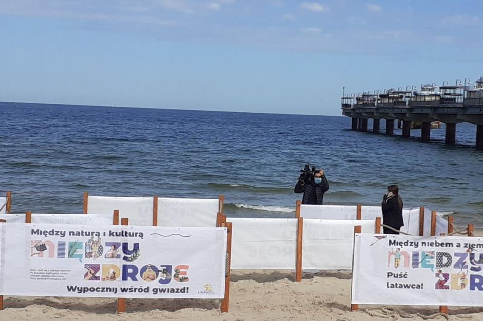Międzyzdroje: Na plaży zostały wydzielone bezpieczne strefy dla turystów