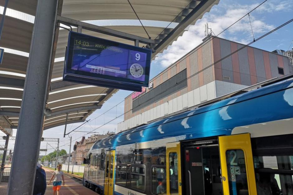 Śląskie: W wakacje nadal utrudnienia na remontowanych liniach kolejowych