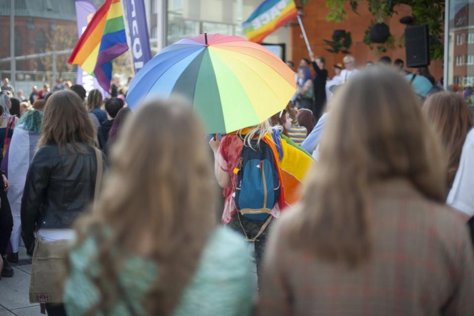 Biedroń: trzeba wprowadzić równość, piętnować przestępstwa motywowane nienawiścią