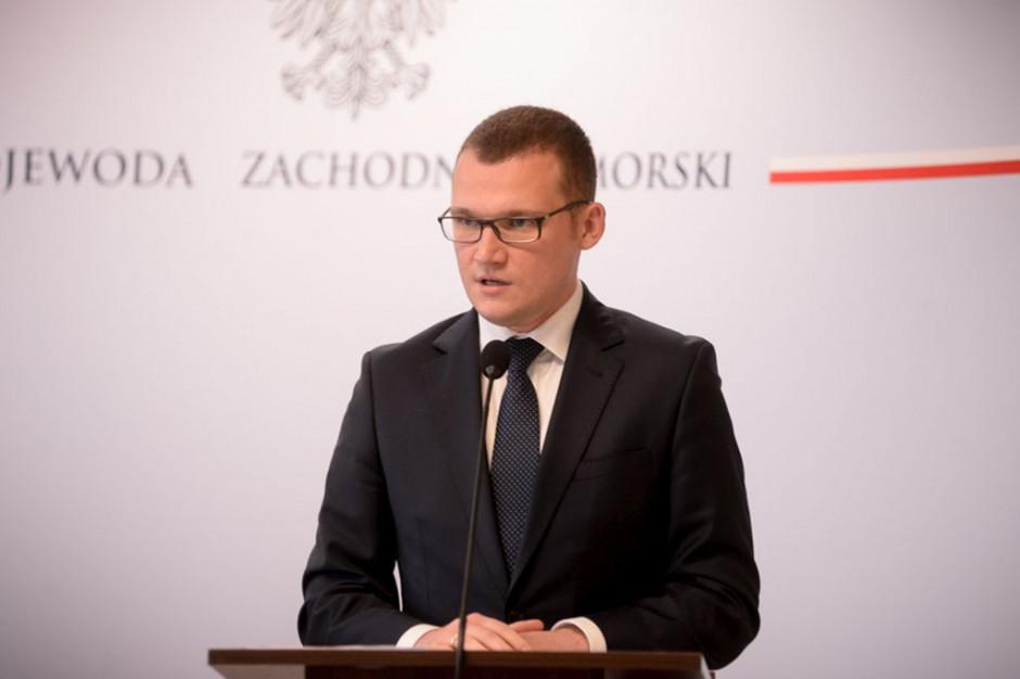 Szefernaker: Decentralizacja przeszkodziłaby w sprawnym reagowaniu na kryzys