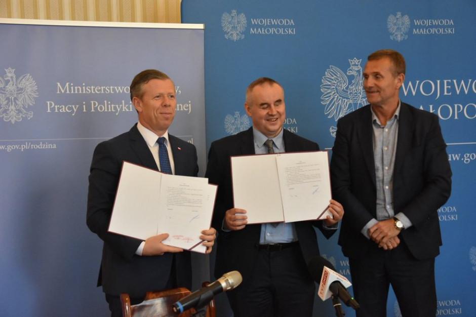 Małopolskie gminy otrzymają pieniądze na usługi opiekuńcze dla niepełnosprawnych i opiekę wytchnieniową