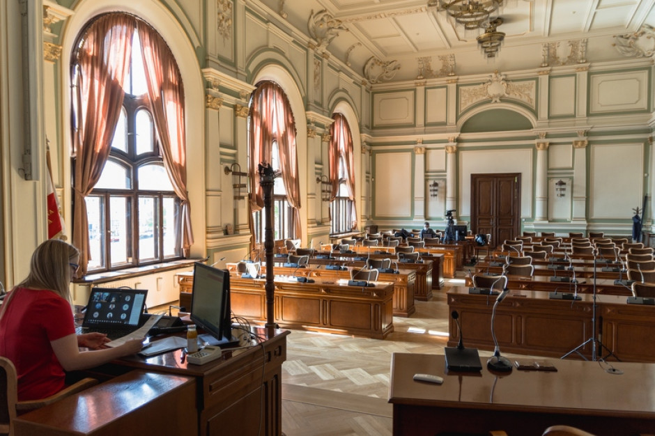 Gdańsk: Koniec zdalnych sesji. Radni wracają do ratusza