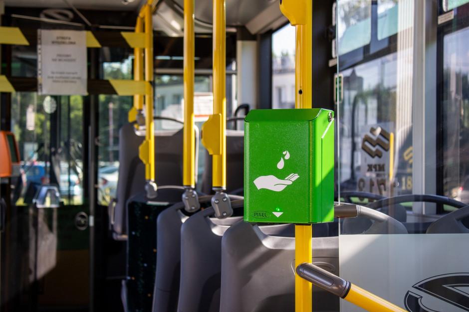 Poznań: Tramwaje i autobusy wyposażone w bezdotykowe urządzenia do dezynfekcji rąk