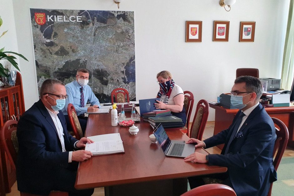 Kielce: Prezydent Bogdan Wenta i przewodniczący rady nie mają koronawirusa