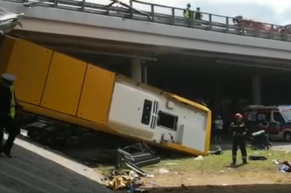 Warszawa: Wypadek autobusu miejskiego. Są ranni i ofiary śmiertelne