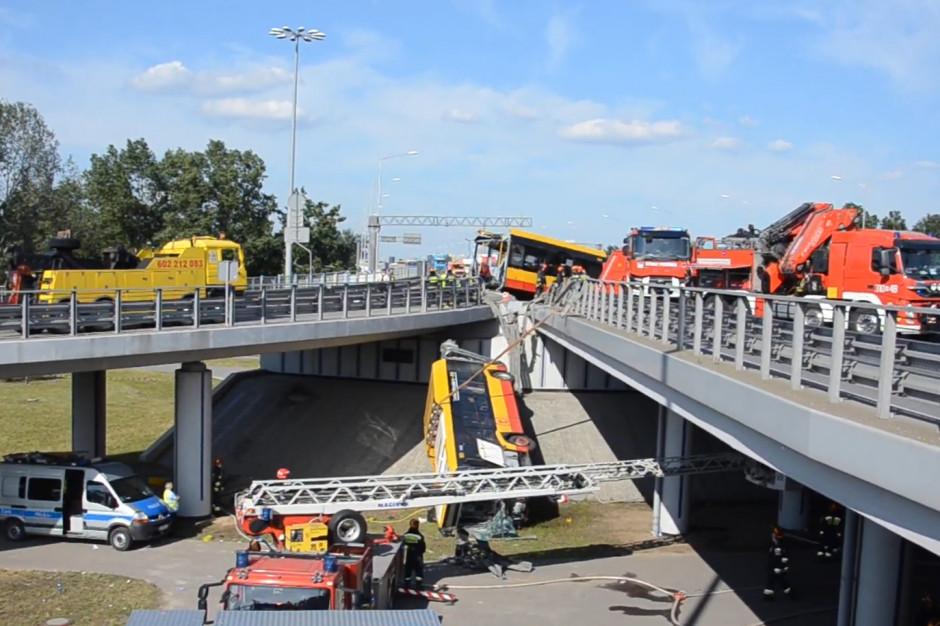 Warszawa: Wypadek autobusu miejskiego. Kierowca był pod wpływem narkotyków