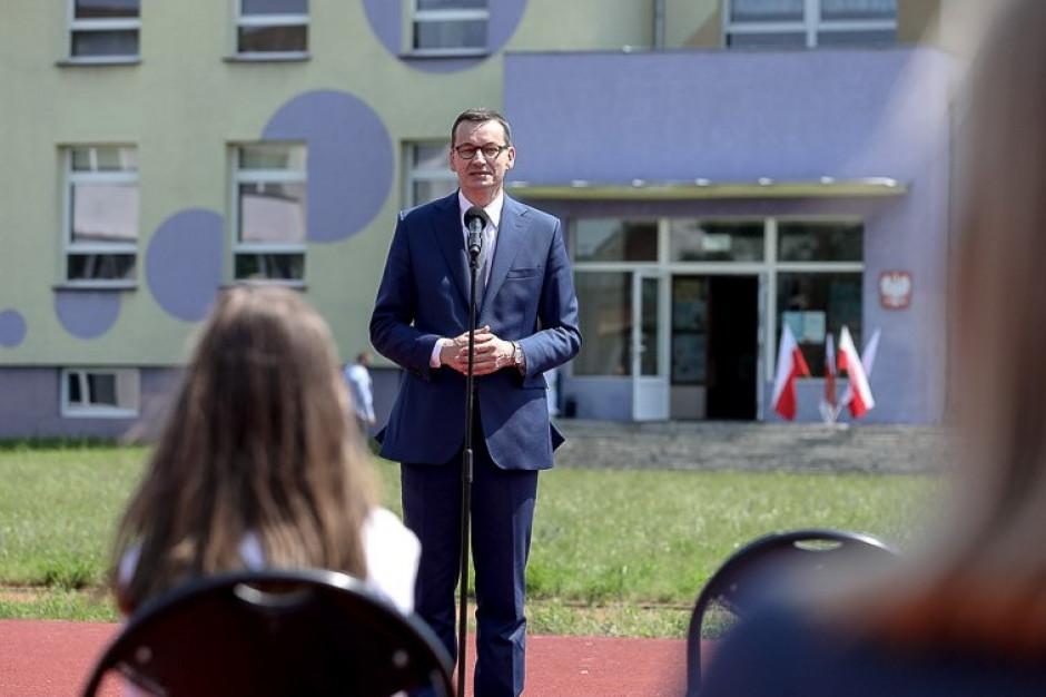Premier: Nauczyciele i uczniowie stanęli na wysokości zadania. Dziękuję za ten nietypowy rok szkolny