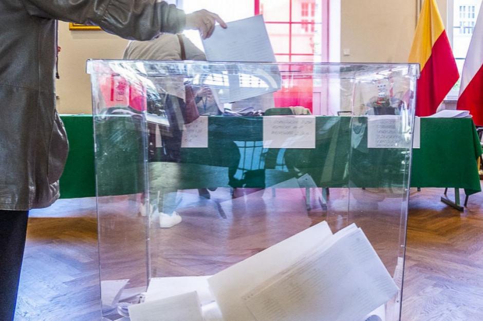 Podkarpackie: Intensywne deszcze nieznacznie utrudniły przygotowanie lokali do głosowania