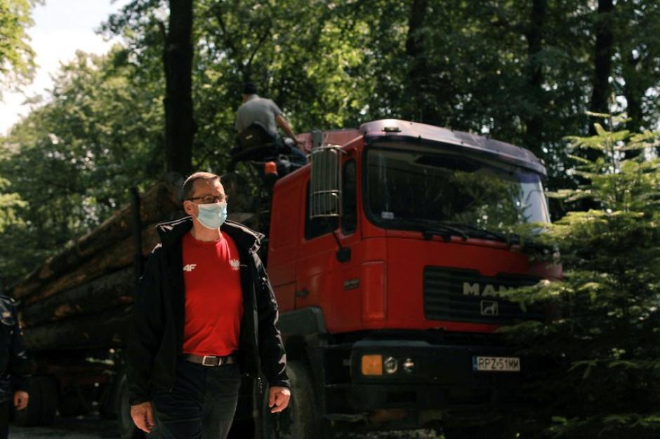 Morawiecki: na zalanych terenach przez najbliższe dni służby będą działać 24 godz. na dobę