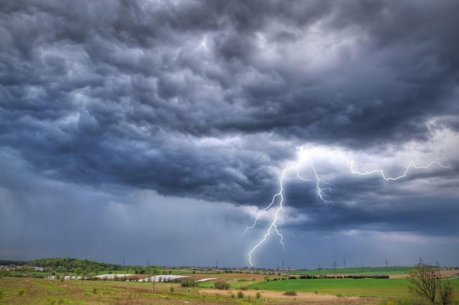 IMGW: burze z gradem w 7 województwach
