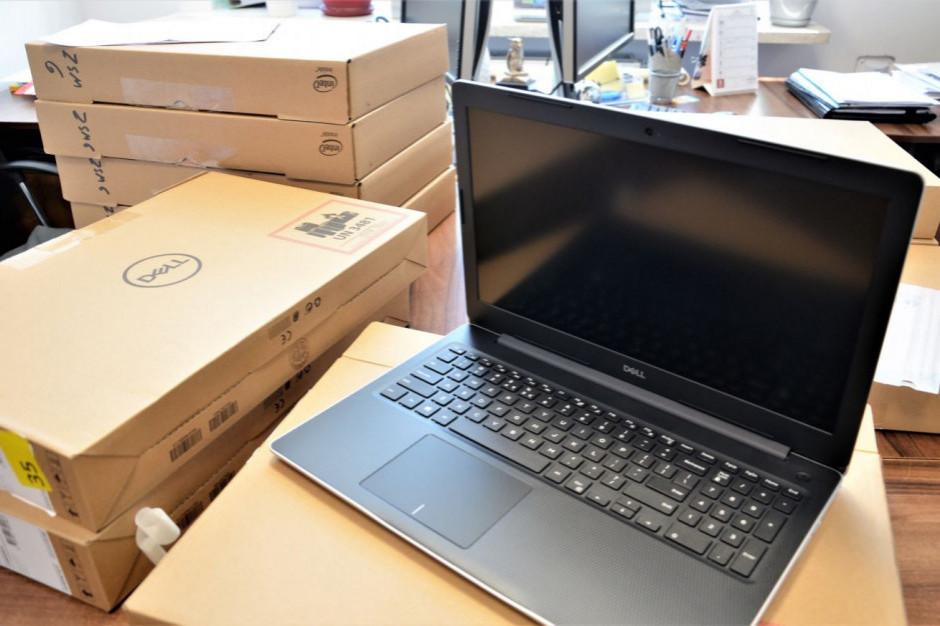 Opolskie: Samorząd podaruje laptopy blisko 2 tys. nauczycieli