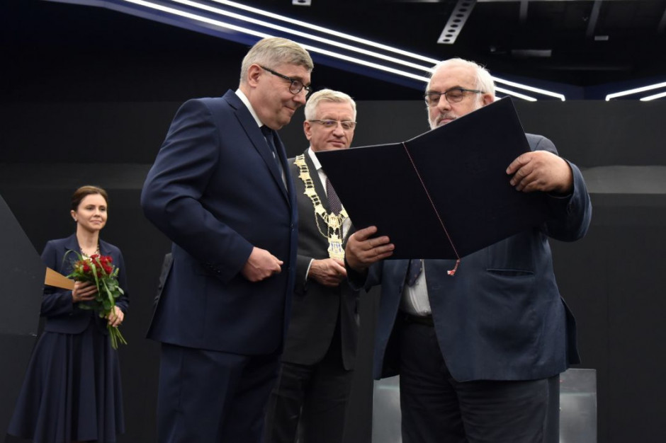 """Andrzej Porawski  z tytułem """"Zasłużony dla Miasta Poznania"""""""