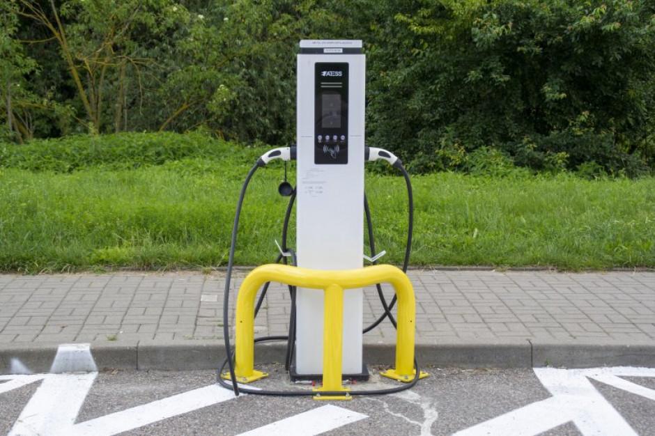 W Ciechanowie uruchomiono bezpłatną ładowarkę aut elektrycznych