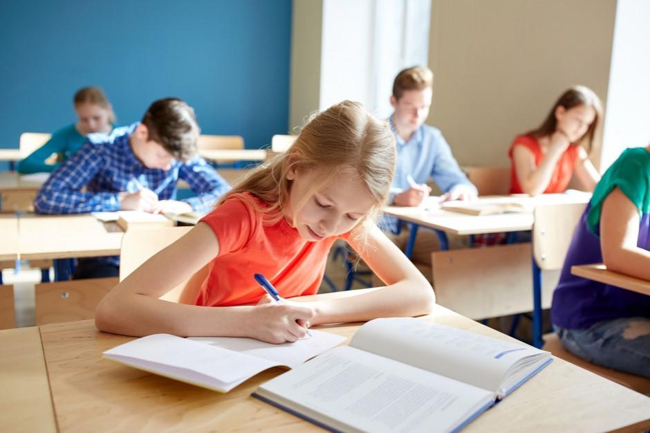 Ostatni dzwonek na złożenie świadectw do szkół ponadpodstawowych
