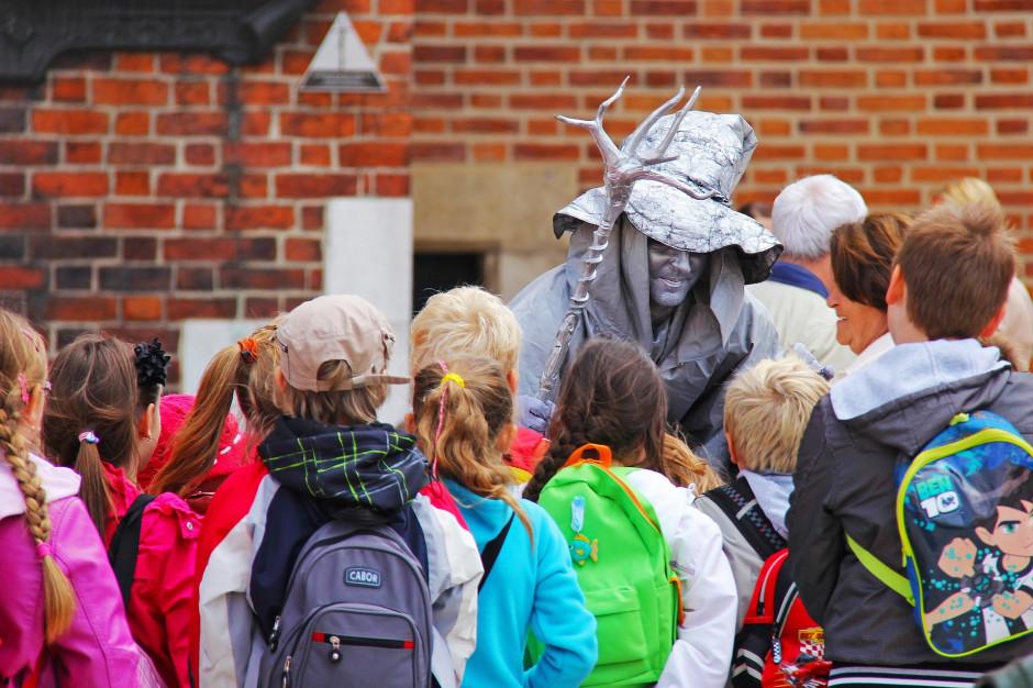 Małopolskie: Bony na szkolne wycieczki dla gmin z najwyższą frekwencją