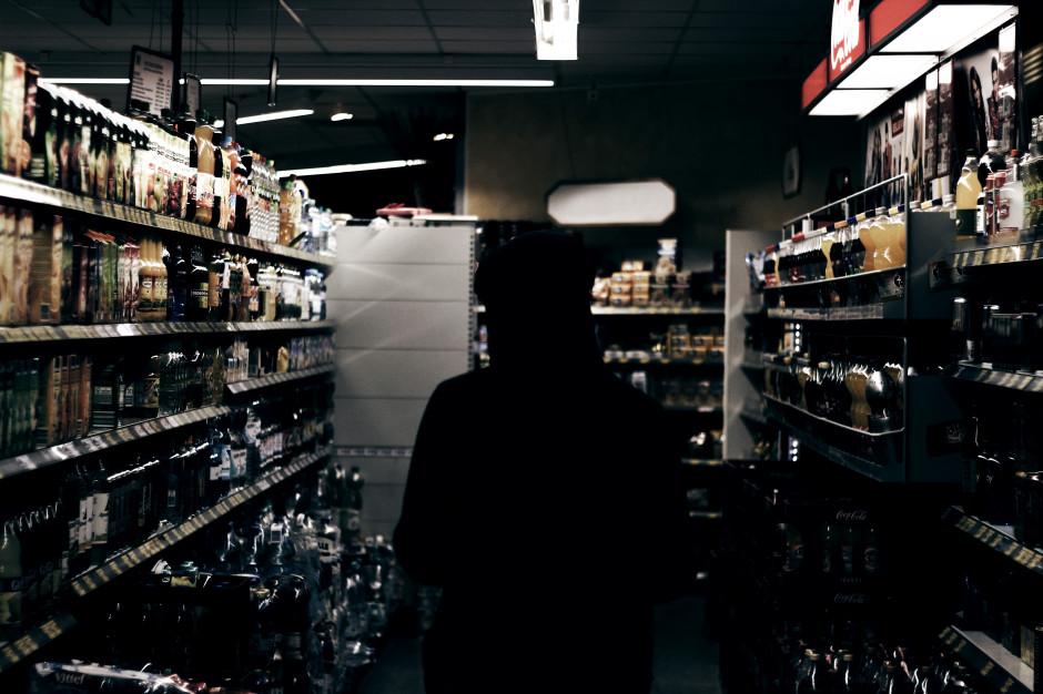 Zakaz sprzedaży alkoholu w nocy. Samorządy chwalą efekty, ale wprowadziło go tylko 6,6 proc. z nich