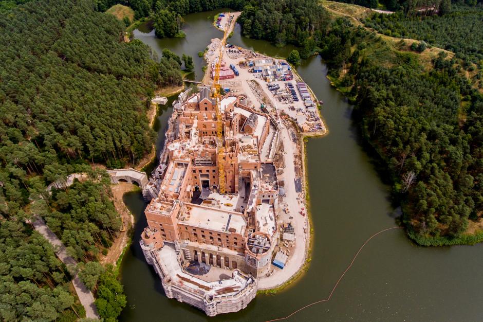 7 osób zatrzymanych w sprawie budowy zamku w Puszczy Noteckiej