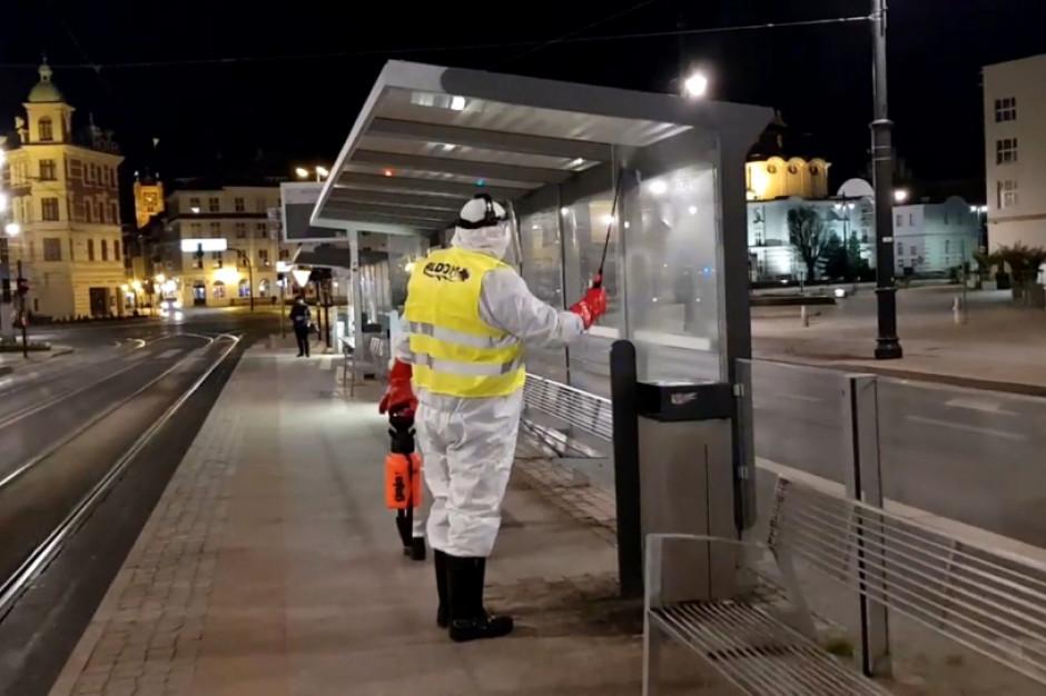 W Toruniu odkażają przystanki autobusowe i tramwajowe
