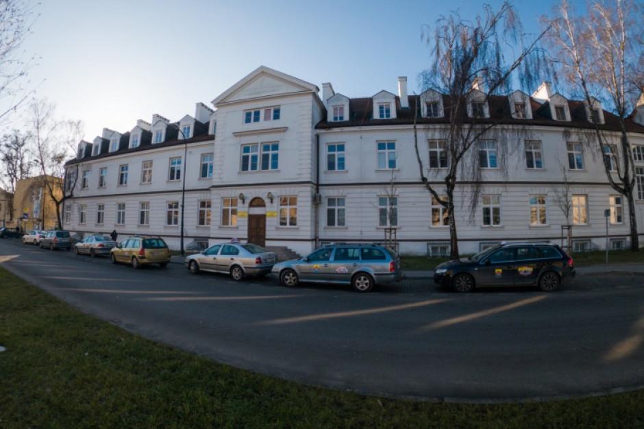 Pracownik szpitala miejskiego w Płocku zakażony koronawirusem. Kwarantannie obejmie kilkadziesiąt osób
