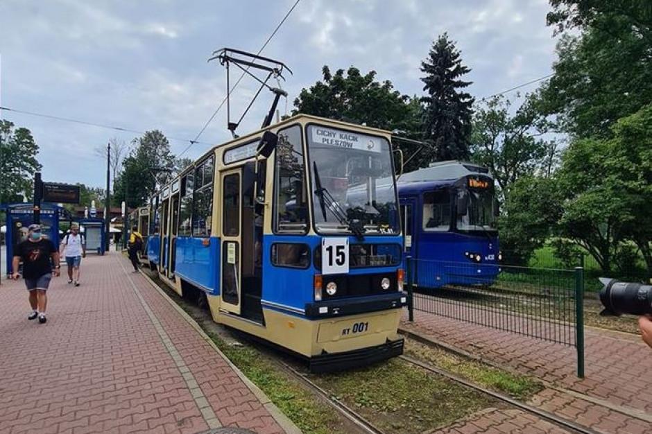 Na ulice Krakow wyjechały zabytkowe wagony tramwajowe