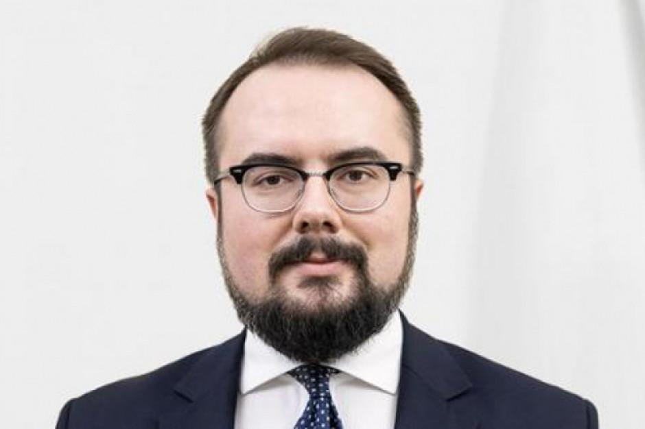 Wiceszef MSZ: stanowisko premiera ws. powiązania funduszy z praworządnością jest radykalne