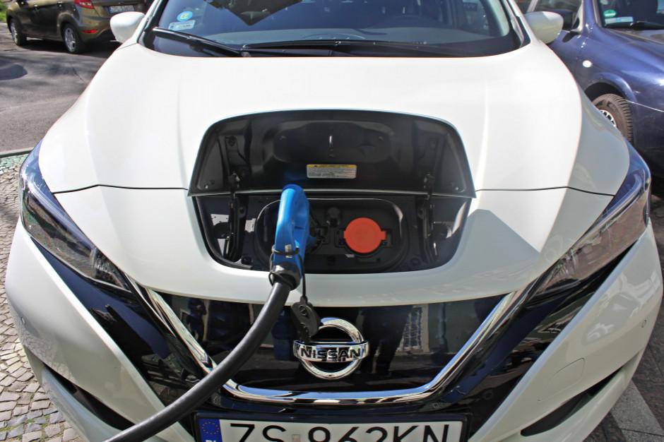 Raport: po Polsce jeździ ponad 12,2 tys. aut elektrycznych