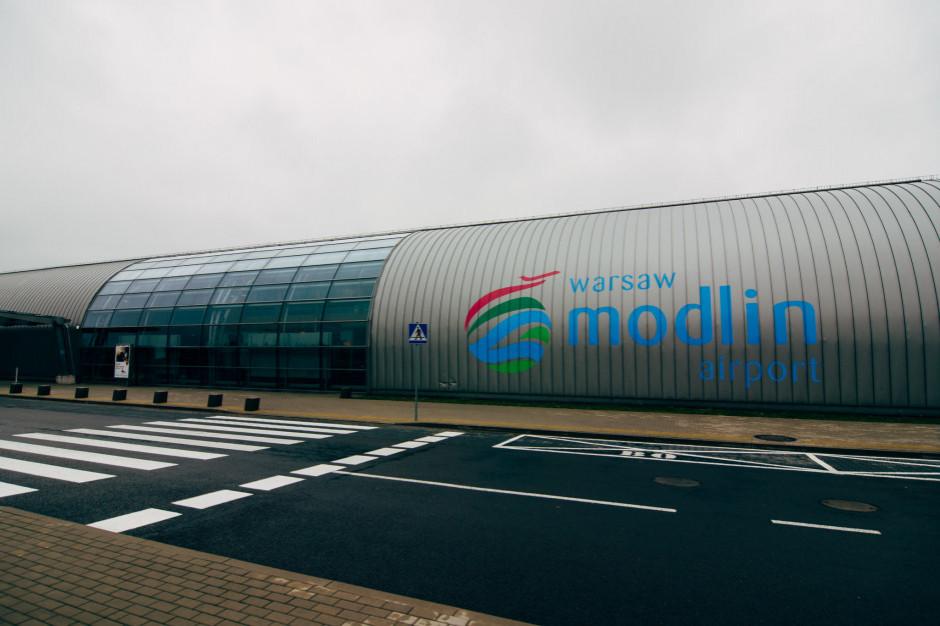 Lotnisko w Modlinie w ciągu pierwszych sześciu miesięcy br. obsłużyło ponad 491 tys. pasażerów