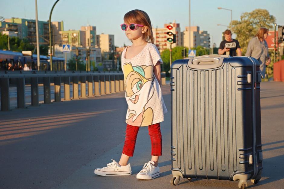 Badanie: z bonem turystycznym o 15 proc. więcej rodzin z dziećmi pozwoli sobie na wakacje