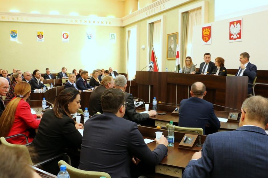 Kielce: wiceprzewodnicząca rady miasta z zarzutami prokuratorskimi, ale pozostaje na stanowisku