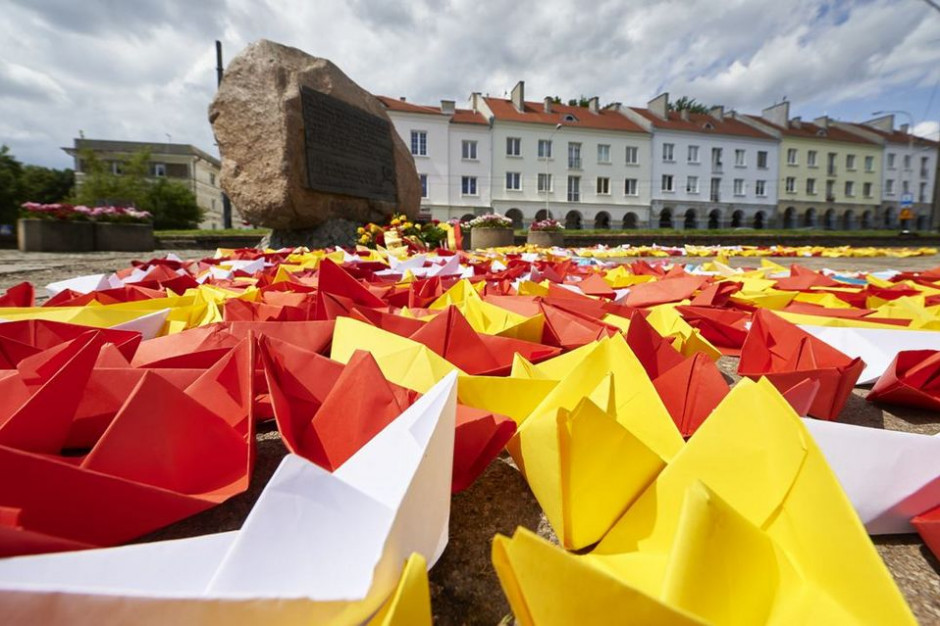 Łódź: Tysiące papierowych łódeczek na 597. rocznicę nadania praw miejskich