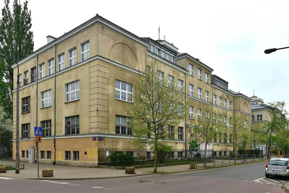 """Warszawa: """"Droga na szóstkę"""" - wokół tych szkół będzie bezpieczniej"""