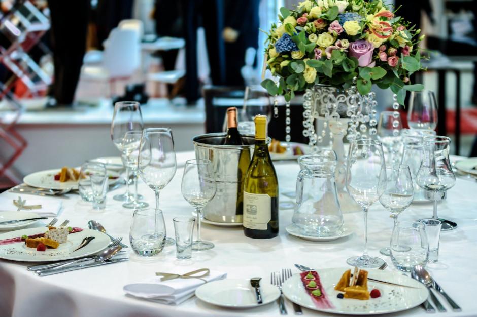 Ogniska koronawirusa w zakładach pracy, po weselach i imprezach rodzinnych