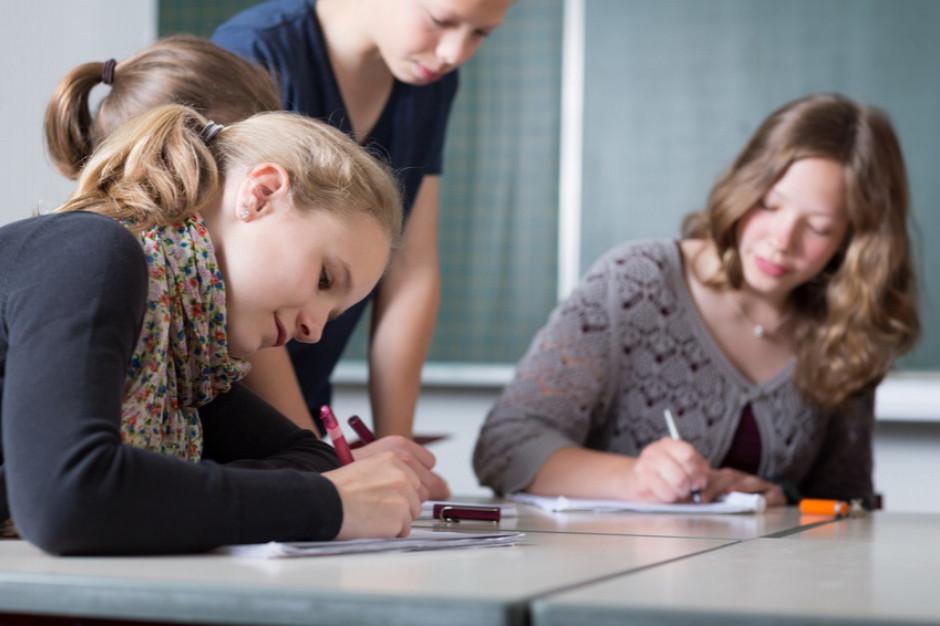 Piontkowski: Uczniowie nie muszą nosić maseczek podczas lekcji