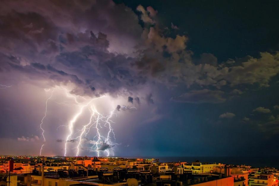 IMGW: burze w pięciu województwach