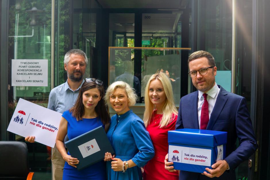 3,5 tys. podpisów za wypowiedzeniem konwencji stambulskiej. Projekt w Sejmie