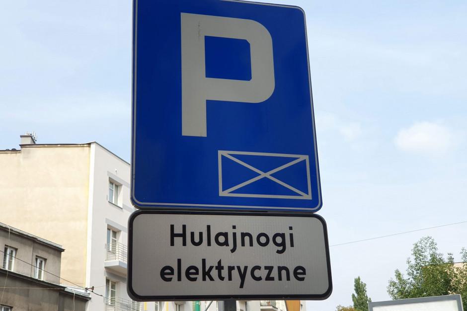 Warszawa zamyka Stare Miasto dla hulajnóg. Nowe zasady jazdy i parkowania