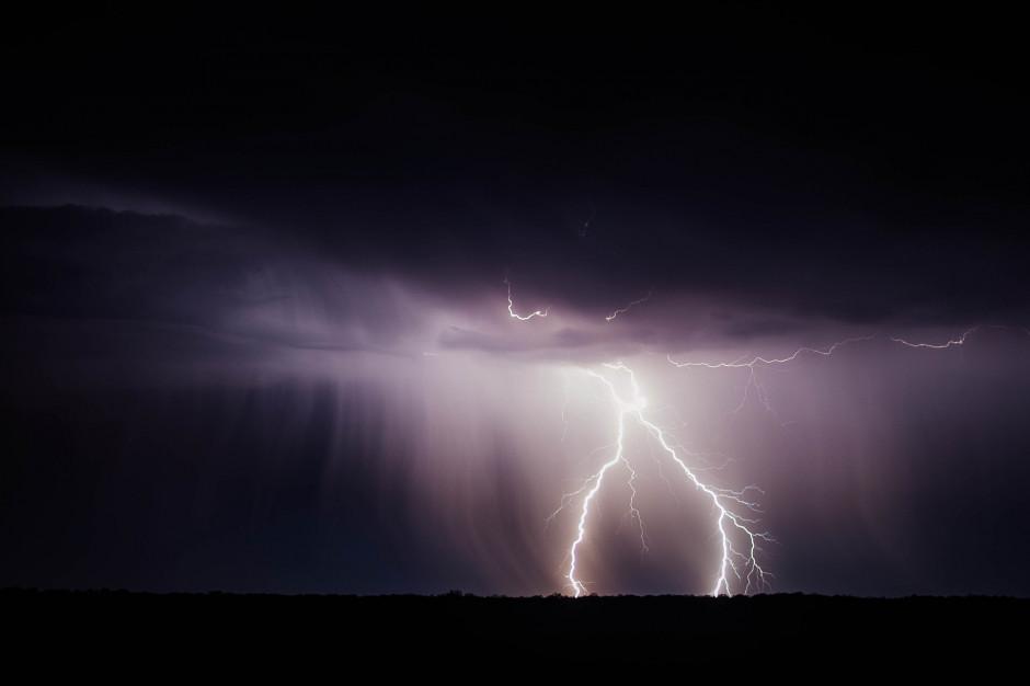 Łódzkie: Po burzach ponad 45 tys. mieszkańców regionu bez prądu