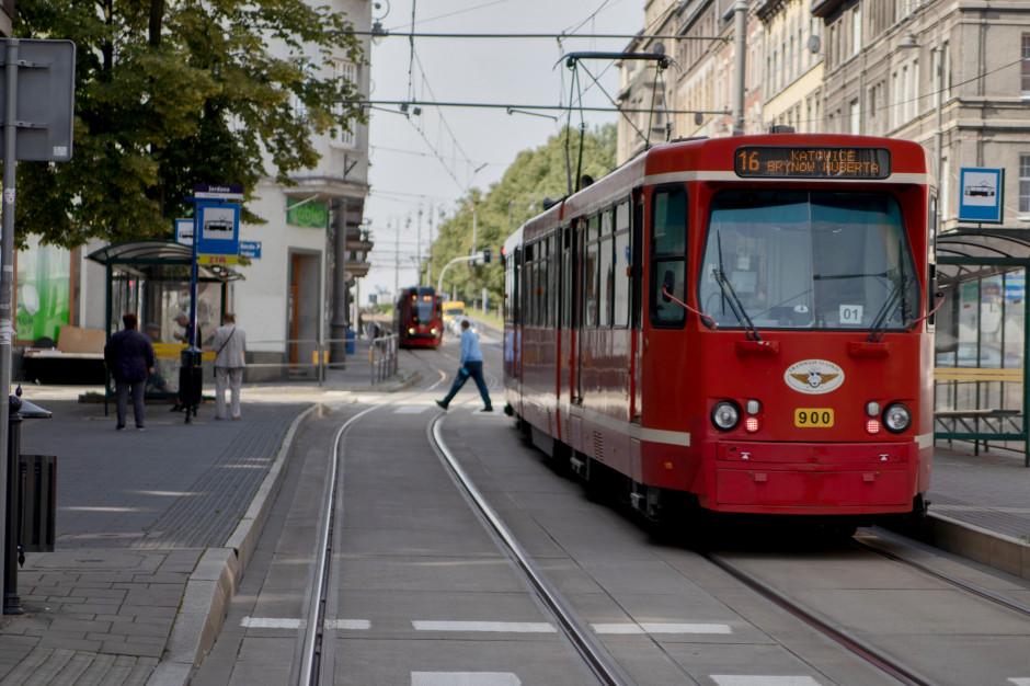 Śląsk i Zagłębie: Autobusy i tramwaje wracają na linie